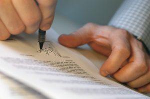 Освобождение от уплаты алиментов: основания, процедура отмены, исковое заявление