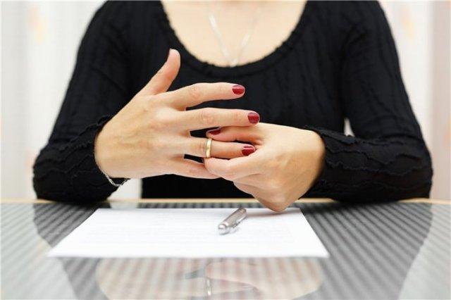 Жена не дает на развод: что делать, как расторгнуть брак?