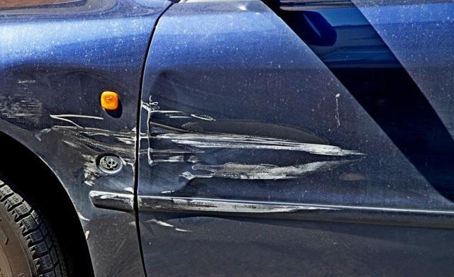 Машину повредили на парковке (стоянке): что делать, куда обращаться
