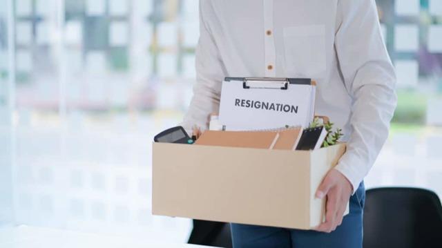Как уволиться без отработки двух недель в 2020 году: все варианты, образец заявления